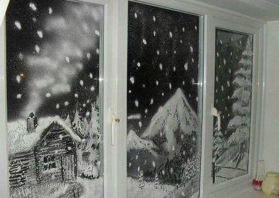 Decorar ventanas con nieve