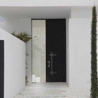 Imagen de una Puerta Panelada Aluminio Cortizo